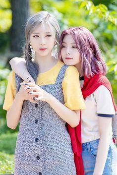 Yoohyeon and Dami Kpop Girl Groups, Kpop Girls, My Girl, Cool Girl, Pin Pics, Metal Girl, Girl Bands, K Idols, Girl Crushes