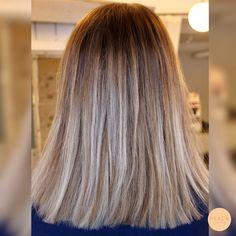 Lob frisyr med ljusa slingor och sombre hår