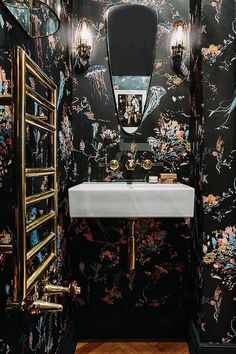 orescent and black paper was not what you were expecting, right? Us either, but there is something so cool about this super interesting nook. Intense in a totally good way.