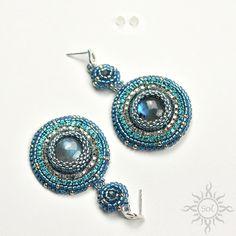 #beading #beadwork #beadweaving #beadembroidery #labradorite #beadedcabochon #labradoritejewelry #elegantjewelry #gemstoneearrings #bluelabradorite #labradoriteearrings #healinggemstone #artisanearrings #semipreciousjewelry #flashlabradorite #embroideredearrings #flashy #blueearrings #statementearrings #danglepostearrings #mermaidjewelry #nauticaljewelry #frozenjewelry #fantasyjewelry #studlongearrings