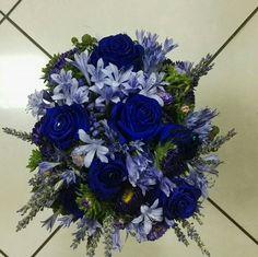 Composizione con fiori blu
