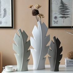 Create a lovely tree centerpiece or standard table decoration with scrapbook leaves. Similar decoration can likewise be employed on soap to dress this up for handmade gifts. Pottery Vase, Ceramic Pottery, Ceramic Art, Tree Centerpieces, Ceramics Projects, Ceramic Design, Ceramic Flowers, Sculpture Clay, Glazed Ceramic