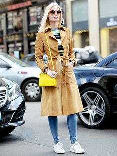 Striped sweater + trench coat + sneakers