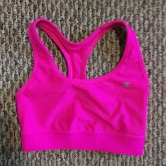 Champion sports bra small NWOT I bought this off poshmark new with tags, took the the tags off and discovered it was this new style that everyone is saying is smaller than normal. Brand new, fits like an xs Champion Intimates & Sleepwear Bras