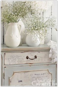 Inspiracje: shabby chic na kokoshka.PL – dom + wystrój wnętrz + dekoracje + inspiracje + DIY Inspirations: shabby chic on kokoshka. Baños Shabby Chic, Cocina Shabby Chic, Shabby Chic Bedrooms, Shabby Chic Kitchen, Shabby Vintage, Shabby Chic Furniture, Painted Furniture, Decoupage Furniture, Shaby Chic