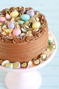 mini egg whoppers This pretty pastel Chocolate Malt Cake starts with a perfect chocolate cake recipe, then is topped with a delicious chocolate malt frosting! Chocolate Malt Cake, Perfect Chocolate Cake, Easter Chocolate, Delicious Chocolate, Chocolate Lovers, Chocolate Orange, Chocolate Recipes, Easter Cake Easy, Easter Bunny Cake