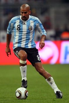 Juan Sebastián Verón. Former Argentine footballer, Played as a midfielder for Lazio, Manchester United, Chelsea, Inter and Estudiantes de La Plata and the Argentine national football team
