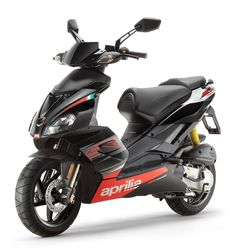 Aprilia Scarabeo has always been a special scooter, revamped model, as does everyone likes in addition to target the best buy in the class title.     Rarely have so many prejudices scooter crashes as it did Aprilia Scarabeo 50 three years ago. W