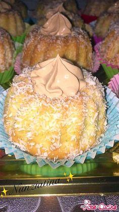 Cupcakes, Biscotti, Waffles, Pineapple, Muffin, Fruit, Desserts, Food, Cream