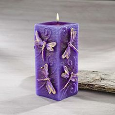 Purple candle with dragonflies Purple Love, Purple Hues, All Things Purple, Shades Of Purple, Candle Lanterns, Pillar Candles, Carved Candles, Malva, Purple