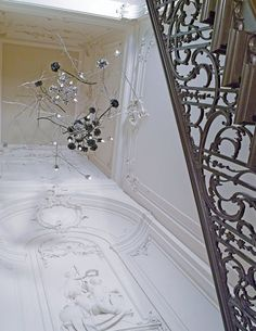 PRIVATE BANKER, AMSTERDAM, NL    In the heart of Amsterdam, this 17th century canal house combines decoratively plastered ceilings with BRAND VAN EGMOND lighting sculptures. For the staircase an installation featuring the 'La Vie en Rose' collection was used.