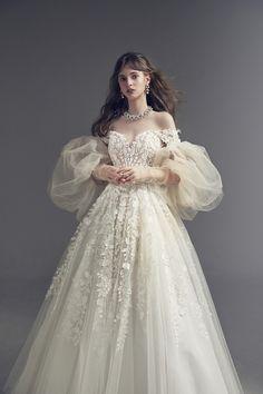 Fairy Wedding Dress, Fairytale Dress, White Wedding Dresses, Bridal Dresses, Wedding Gowns, Style Feminin, Dress Out, Party Wear Dresses, Bridal Lace