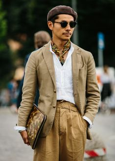 A military-inspired get-up featuring Ghurka-style self-belted, twin-pleated trousers, paisley neckerchief, camouflage portfolio, and jauntily-angled beret. Photo by Jamie Ferguson. Gentleman Mode, Gentleman Style, Barett Outfit, Mens Beret, Mens Fashion, Fashion Tips, Fashion Trends, Ladies Fashion, Fashion Styles