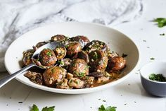 This healthy version of steak house-worthy slow cooker mushrooms with garlic and herbs are a must-try for any mushroom lover.