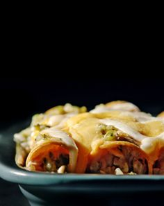 Enchiladas Verdes Recipe with Farmstyle Cut Shredded Mexican 4 Cheese from Turkey Recipes, New Recipes, Yummy Recipes, Dinner Recipes, Cooking Recipes, Favorite Recipes, Chicken Menu, Chicken Recipes, Mexican Meals
