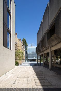 Зеркальная труба    Футуристичное здание Центра Ближнего Востока в Оксфордском Университете, спр�...  Ещё фото http://zaha.hadid.ru/%d0%b7%d0%b5%d1%80%d0%ba%d0%b0%d0%bb%d1%8c%d0%bd%d0%b0%d1%8f-%d1%82%d1%80%d1%83%d0%b1%d0%b0/