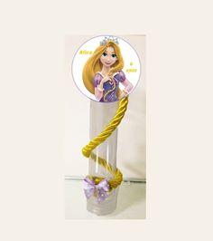 Tubete  +  Adesivo Rapunzel. R$1,65 Tubete + Adesivo Rapunzel + Trança - R$2,45. Para ir com Lacinho na ponta da Trança acrescentar R$0,20 em cada tubete. Adesivo pode ser redondo como na imagem ou no formato da Rapunzel.  Fazemos outros temas e modelos.  Pedido mínimo: 15 unidades. R$ 1,65