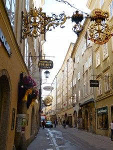 Exploring Salzburg: Getriedgasse, Easter Eggs, and Dirndls. Beer with a hot metal rod? Sounds cool...