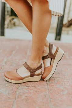 Closed toe sandals, nursing shoes, ankle straps, ankle strap heels, comfy s Fashion Heels, Sneakers Fashion, Women's Fashion, Closed Toe Sandals, Wedge Sandals, Closed Toe Summer Shoes, Sandal Heels, Nursing Shoes, Summer Flats