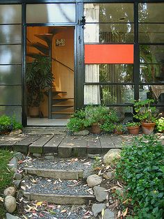 House of Charles & Ray Eames at Pacific Palisades, LA. Straight-on to front entrance.
