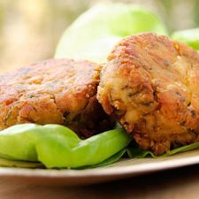 Crab Cakes | MyDailyMoment | MyDailymoment.com I am going to figure out how to do this in a pie crust.