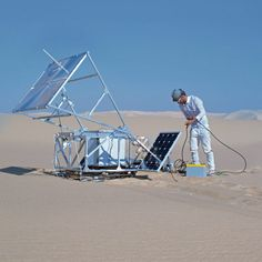 The Solar Sinter by Markus Kayser - A 3D-printer that uses sunlight and sand to make glass objects in the desert by RCA graduate Markus Kayser.