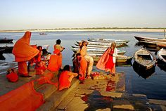 Dyeing on the banks of the Ganges #PinPantone