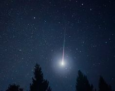 Whenever you see a shooting star, what do you wish for? Have you ever wished to find out what that 'shooting star' is composed of? Gordon Parks, Sun Moon Stars, Light Leak, Dark Skies, Shooting Stars, Night Skies, Astronomy, Planets, Northern Lights