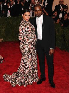 These are the most iconic Met Gala looks from the past decade Kim Kardashian Kanye West, Kim E Kanye, Sexy Outfits, Fashion Outfits, Celebrity Couples, Celebrity Style, Balmain, Look Star, Pregnant Celebrities