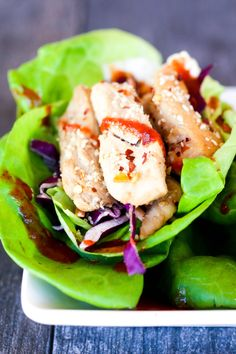 Low carb 20 minute spicy asian chicken lettuce wraps are quick and spicy di Chicken And Shrimp Recipes, Healthy Chicken, Quinoa, Healthy Dinner Recipes, Diet Recipes, Asian Chicken Lettuce Wraps, Chicken Tacos, Paleo, Keto