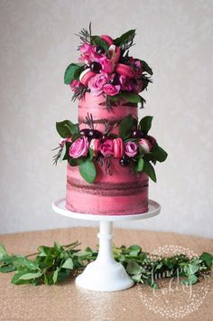 Floral cake with Macaroons