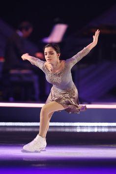 Evgenia Medvedeva performing in Fantasy on Ice in Japan. Skates, Russian Figure Skater, Figure Skating Costumes, Medvedeva, Girls Golf, White Bralette, Ice Skaters, Ice Dance, Women Figure