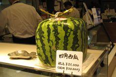 Самый дорогой в мире фруктовый салон  Япония   Квадратный арбуз – всего за 212 долларов.