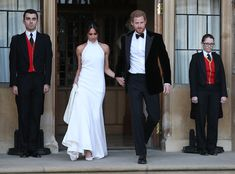 Meghan Markle is a style star. From her messy bun to her incredible coat collection, the Duchess of Sussex has become a major source of fashion inspiration for many, and it's not hard to see why. Every outfit Meghan Markle wore in 2018 proves that… Harry And Meghan Wedding, Harry Wedding, Meghan Markle Prince Harry, Prince Harry And Meghan, Post Wedding, Prince Wedding, Wedding Photos, Wedding White, Royal Wedding Gowns