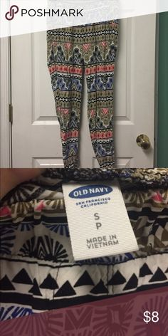 New Old Navy Multicolor Print Trapeze leggings S Multicolor Patterned size small. Two front pockets, cinched waist and ankles. Trapeze flown legs. K apr Old Navy Pants Track Pants & Joggers