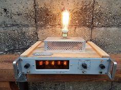 Articulo 1006. Lámpara sobre cuenta r.p.m. de Hewlett Packard(made in Japan), funciona a la perfección (todas sus perillas selectoras, sus 5lámparas de números, y sus funciones de cuenta r.p.m.), con revestimiento enpinotea y chapa multiperforado. Medidas 34 cm de ancho x 30 cm de alto x 43 cmde largo. Lámpara Multifilamento de carbono Antique Edison incluida.https://www.facebook.com/industrialyrecupero/