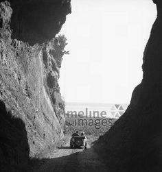 Azoren, 1930er Jahre Joachim Krack/Timeline Images #Schlucht #Aussicht #Ausflug #Sommer #Berge #Oldtimer Timeline Images, Mountains, Nature, Plants, Travel, Retro, Posh Cars, Azores, Clouds
