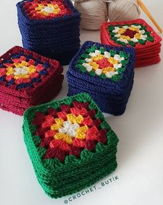 Image may contain: food Crochet Cushion Cover, Crochet Cushions, Crochet Quilt, Crochet Blocks, Crochet Motif, Crochet Yarn, Crochet Flowers, Crochet Stitches, Granny Square Häkelanleitung