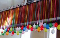 Versiering kerk. Vul de ballonnen met bv rijst om ze niet teveel te laten opwaaien en/of in elkaar te laten knopen
