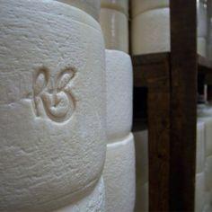 Anni '70 - Il Gruppo Brunelli è identificato come leader di riferimento per tutta la pastorizia locale, diventando un'industria lattiero casearia con la costituzione della R. Brunelli S.p.A. nel 1978.
