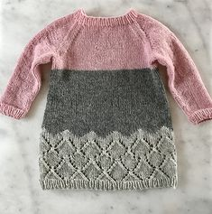 Hipster Sweater Dress - - Ravelry: Hipster Sweater Dress pattern by Randi Hjelm Debes Source by Elpodzili Girls Sweater Dress, Knit Baby Dress, Knitted Baby Clothes, Girls Sweaters, Knitting Patterns Boys, Baby Hat Patterns, Knitting For Kids, Baby Knitting, Toddler Dress Patterns
