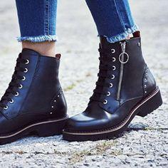 Fashion Boots, Women's Fashion, Shoe Show, Boots Women, Dr. Martens, Combat Boots, My Style, Clothes, Shoes