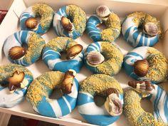 Amazing customised Original Glazed doughnuts by Britt Box 🍁🎃 ( Krispy Kreme, Doughnuts, Our Wedding, Wedding Cakes, Wedding Planning, Treats, Box, Amazing, Pictures