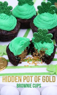 Pot of Gold Brownie Cups St. Patrick's Day Hidden Pot of Gold Brownie Cups! Patrick's Day Hidden Pot of Gold Brownie Cups! Irish Desserts, Irish Recipes, Green Desserts, St Patricks Day Cupcake, St Patricks Day Food, St Patricks Day Deserts, Holiday Treats, Holiday Recipes, Party Treats