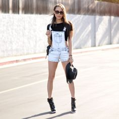Being Trendy and Innovative is just fabulous. Let us a take a quick peak at some of the most gorgeous way to Style Your Black Tee Short Outfits, Casual Outfits, Cute Outfits, Jumper Shorts Outfit, Black Short Overalls, Denim Jacket With Dress, Denim Jumpsuit, Dungarees, Off Shoulder Outfits
