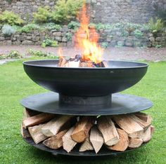 Large ring of logs fire pit for outdoor use. The large metal fire pit for use in the garden or as a camp fire. Circular outdoor fire pit with log store beneath. This camping fire pit is a real focal point. Camping Fire Pit, Fire Pit Backyard, Backyard Patio, Backyard Ideas, Firepit Ideas, Log Fires, Wood Burning Fires, Metal Fire Pit, Fire Pits