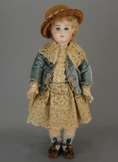 JUMEAU  ` perfection  ...  this is a doll I dream of owning