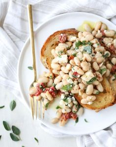 marinated white beans with olive oil toasts I howsweeteats.com