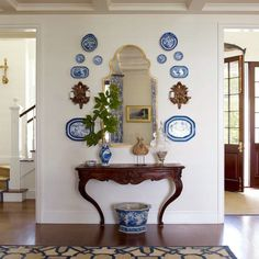 Plate Wall Decor, Plates On Wall, Architectural Digest, Veranda Interiors, Diy Home Decor, Room Decor, Tudor Style Homes, French Country Decorating, French Country Wall Decor