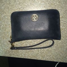 AUTHENTIC Tory Burch Robinson Wristlet Got this a year or so ago, honestly my favorite Wristlet, but I want to get a new one! So deciding to sell this, there's normal wear to it, as shown in pictures. But they're very minor. If I didn't get a new one I wouldn't even sell but I know I won't be using it so no reason to keep on to it. NO TRADES, PRICE IS FIRM FOR NOW. Tory Burch Bags Wallets
